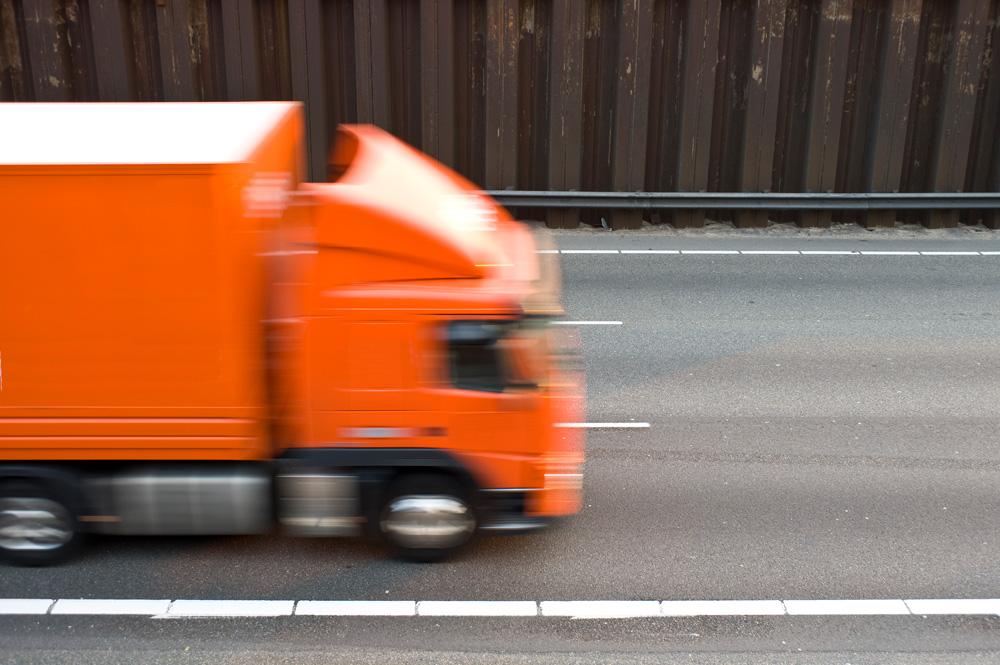 zakázali víkendové spanie v kamióne